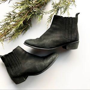 EUC Steve Madden black leather short boots